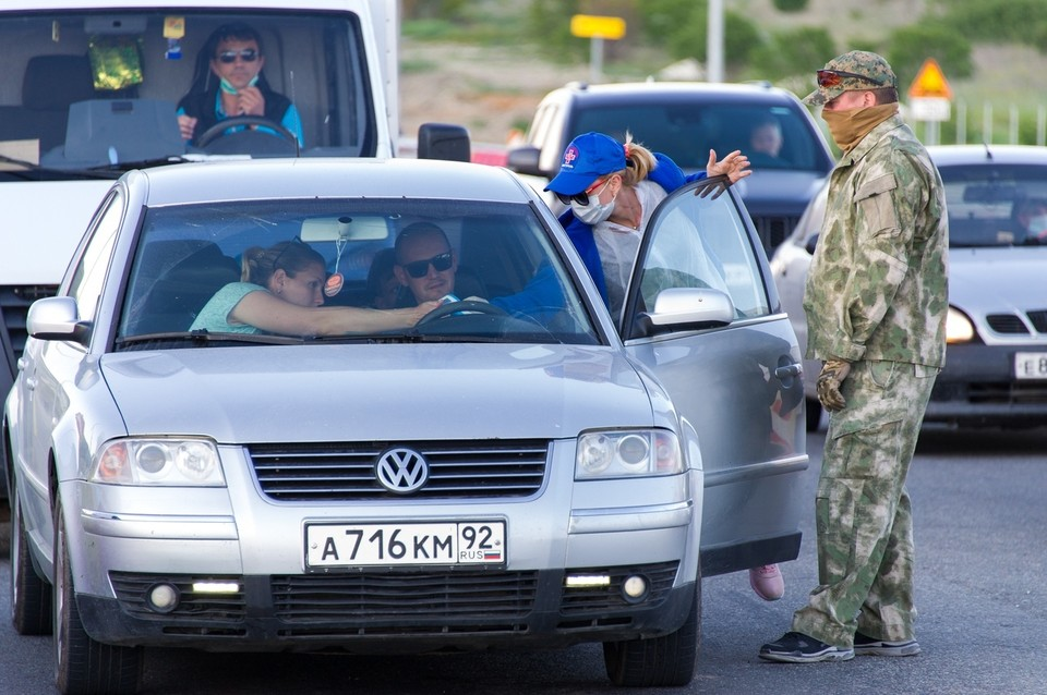 На въезде в Крым проводят термометрию