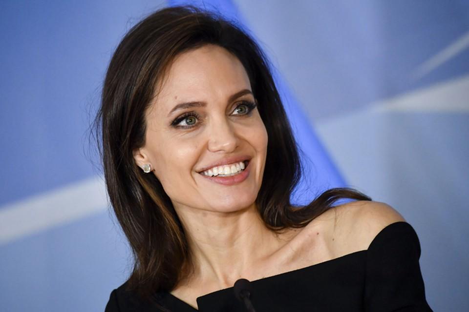 Сын показал, как Анджелина Джоли выглядит в домашних условиях.