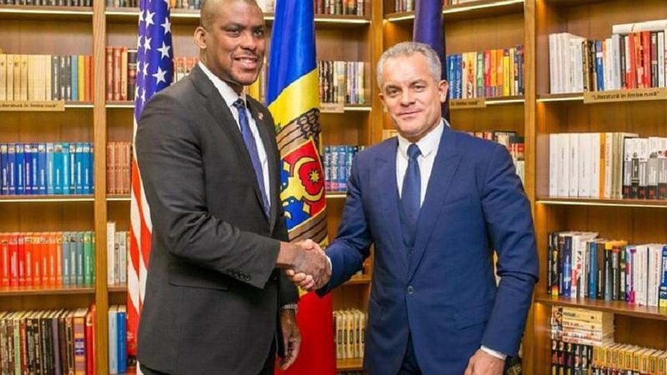 """Посол США приглашает на казнь: Кто станет """"палачом"""" для беглого молдавского олигарха Плахотнюка"""