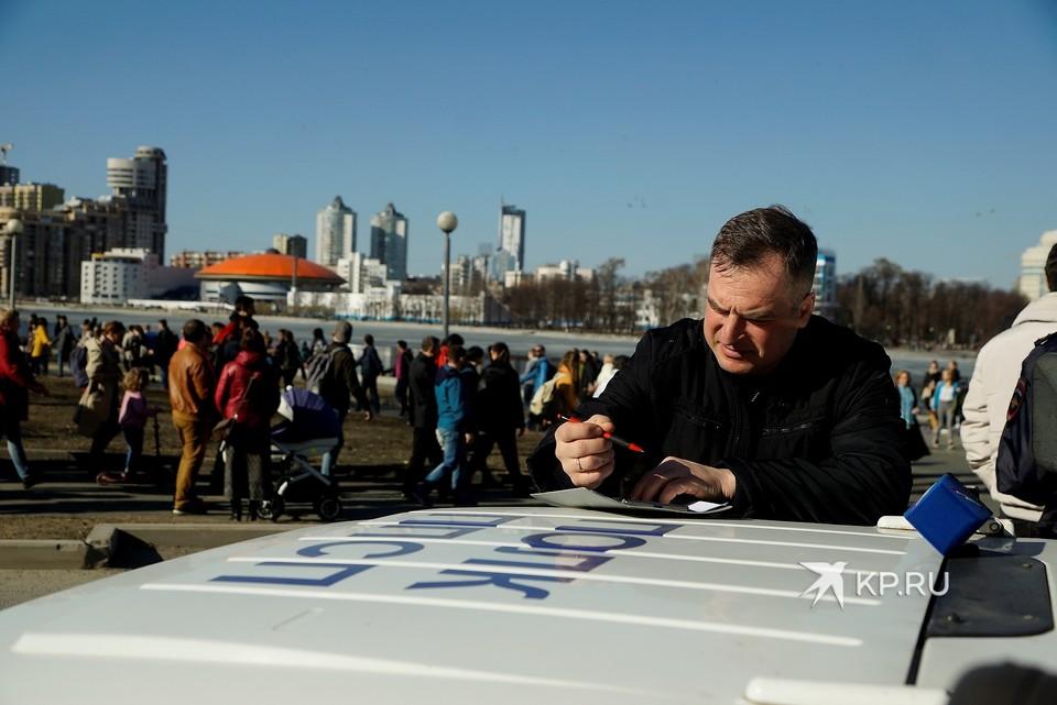 Конфликт между Максимом Румянцевым и Максимом Шибановым произошел в мае 2019 года во время протестов в сквере у Драмтеатра.