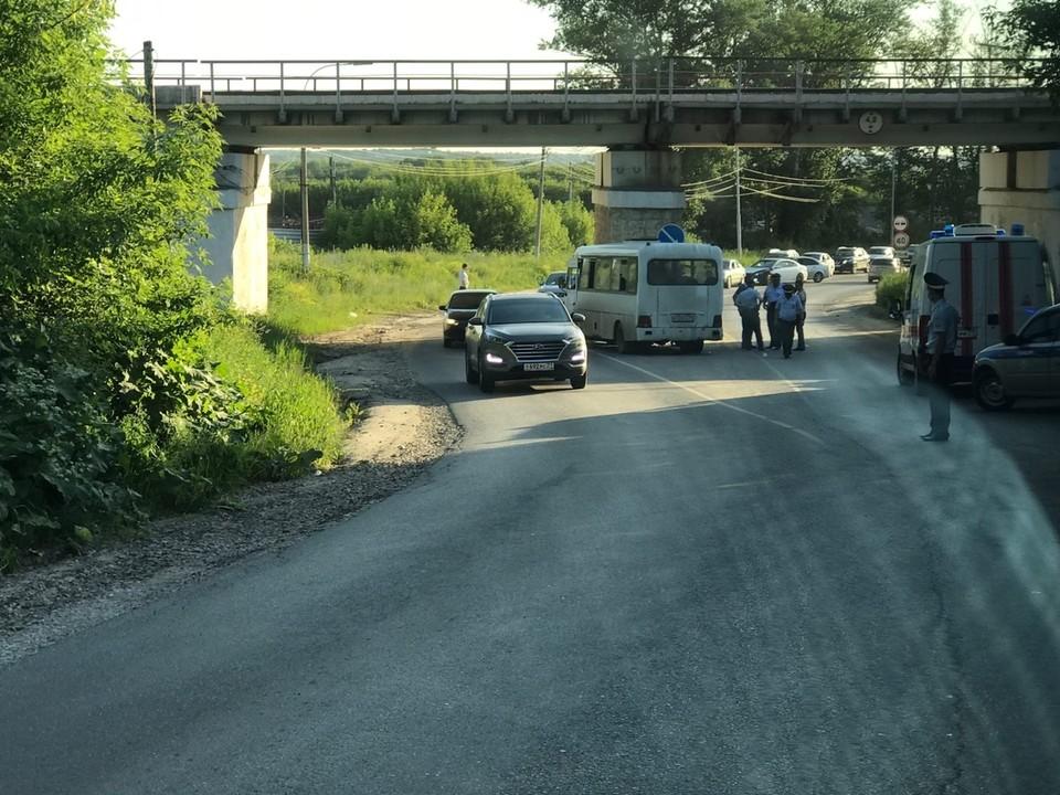 В Туле автобус въехал в опору моста