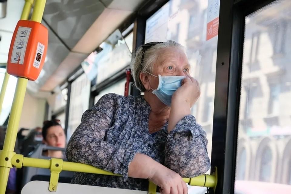 Пассажиропоток в наземном транспорте Санкт-Петербурга значительно снизился из-за коронавируса.