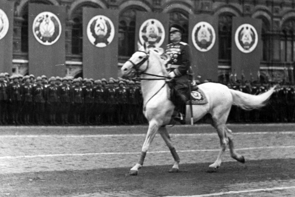 Маршал Георгий Жуков - командующий Парадом Победы