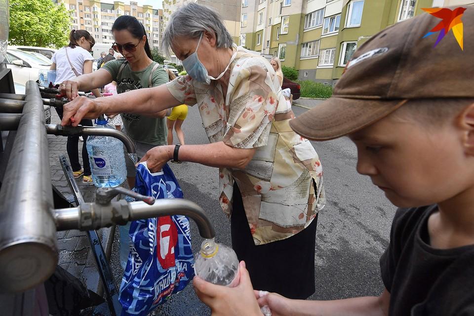 Чтобы ситуация разрешилась, минчанам надо коллективно открыть краны в своих квартирах и сливать воду около 30 минут
