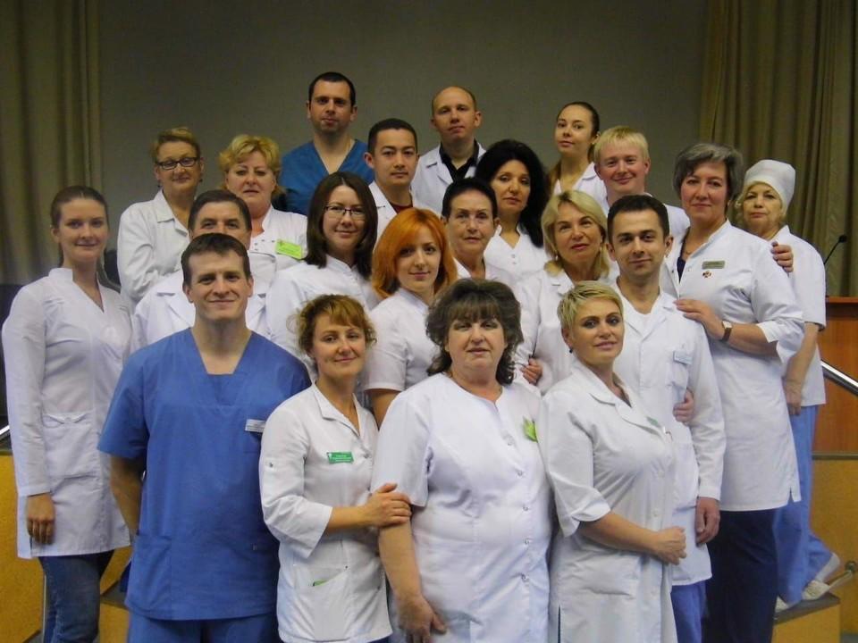 Дружный коллектив областной больницы. Светлана Георгиевна - четвертая справа во втором ряду.