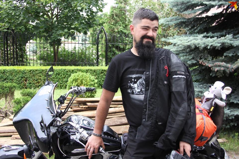 Католические священники едут в паломничество по Беларуси на мотоциклах.