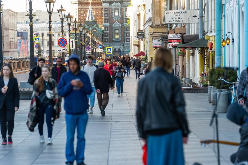 По словам ученых, вторая волна коронавируса в Санкт-Петербурге с высокой долей вероятности все-таки будет.