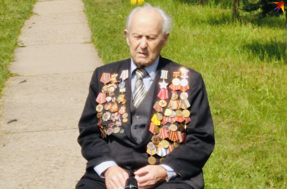 В числе почетных гостей ветеран Великой Отечественной войны 95-летний Евгений Степанович Книга из Ржева.