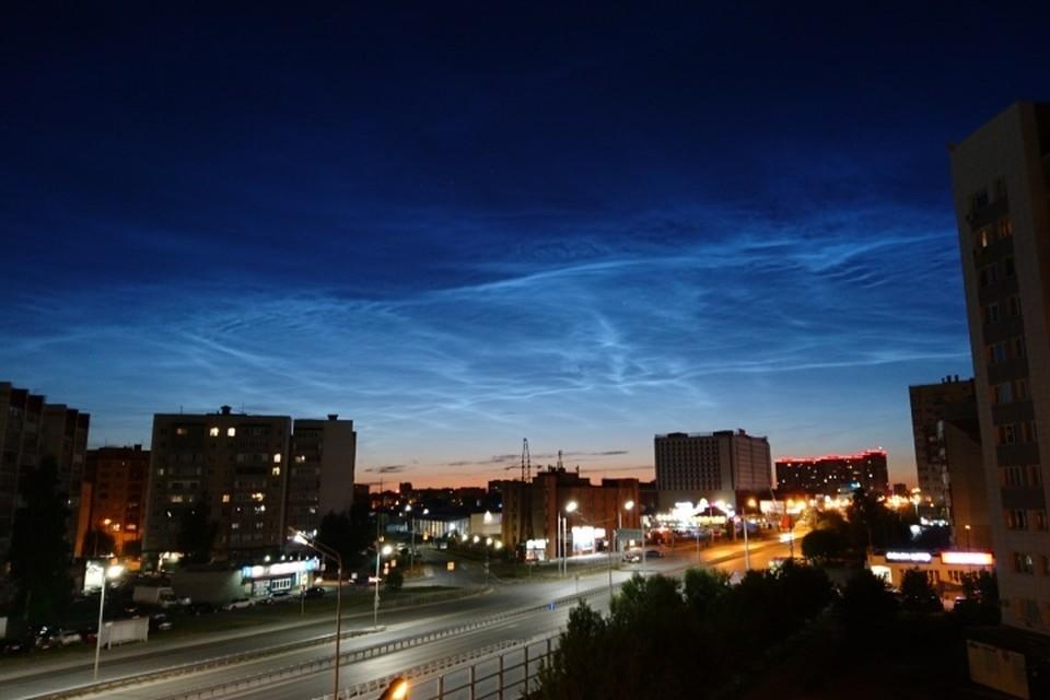 Секреты фотографирования для каждого небесного явления свои. Для звездопада нужна одна техника, для съемки серебристых облаков – другая. Впрочем, для съемки серебристых облаков подойдет современный смартфон. Фото из группы «Старая башня» «ВКонтакте»