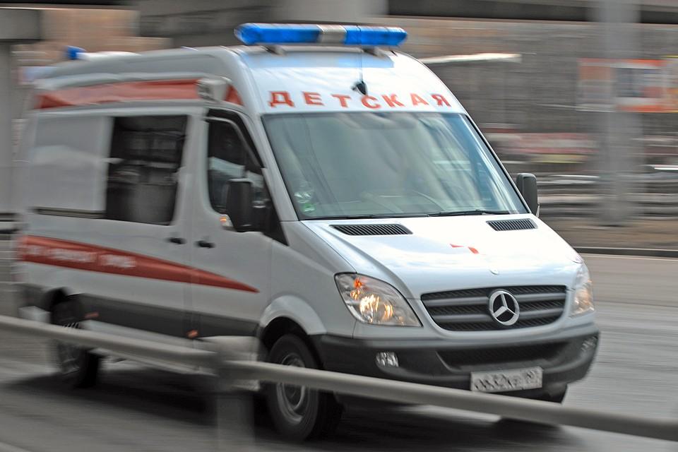 Реанимобиль прибыл за считанные минуты. Девочку забрали в больницу. Травмы тяжелые