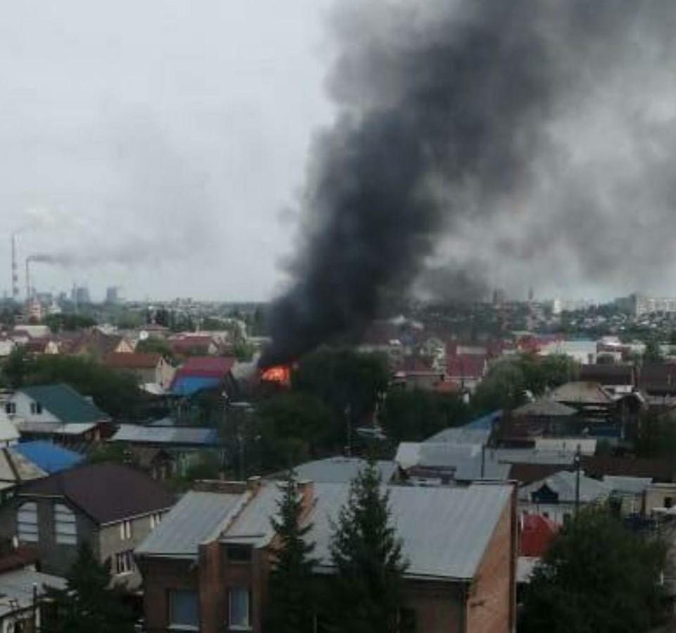 Пламя и дым было видно издалека. Фото: