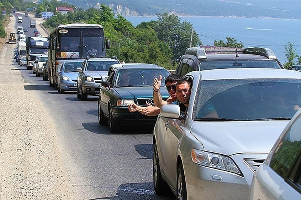 Пробки образовались на многих участках на Кубани