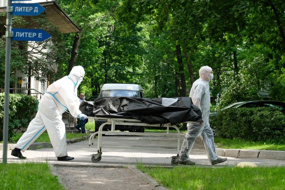 За сутки в Петербурге подтверждена смерть еще 44 человек.