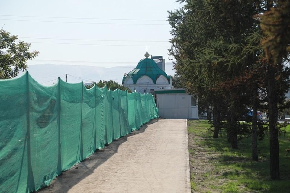 В Красноярске поврежденное ограждение Троицкого кладбища восстановят в этом году