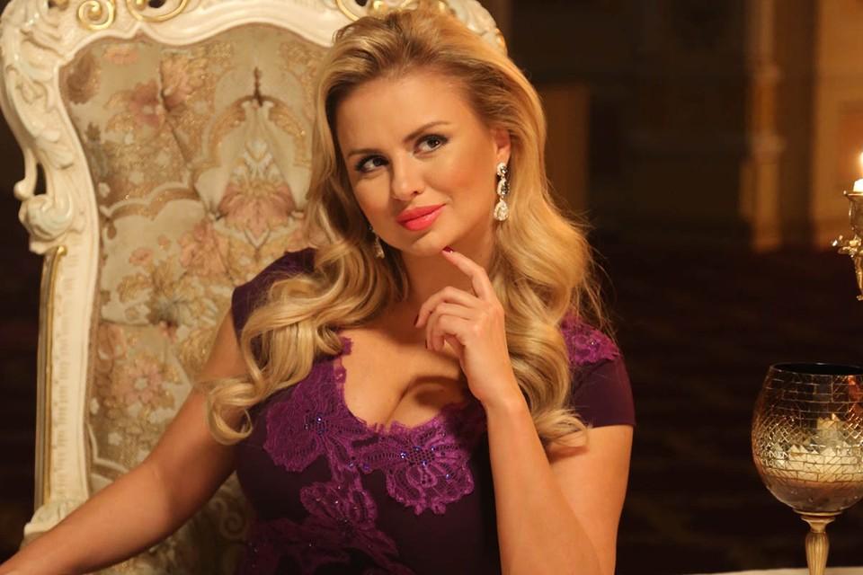 Анна Семенович пополнила звездный десант на курортах Краснодарского края.