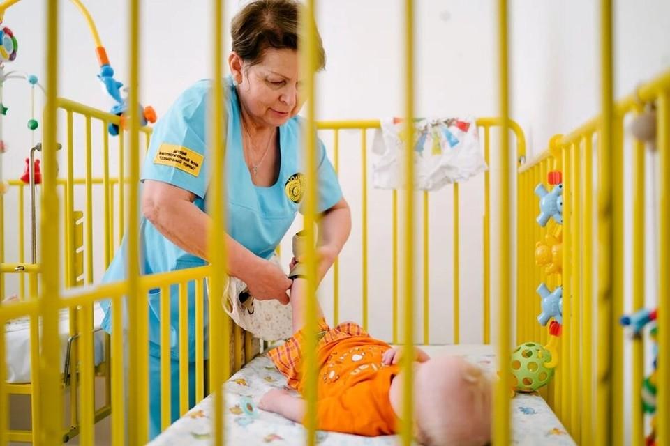 Зинаида два года работает с детьми-сиротами. Фото: Антон Уницын.