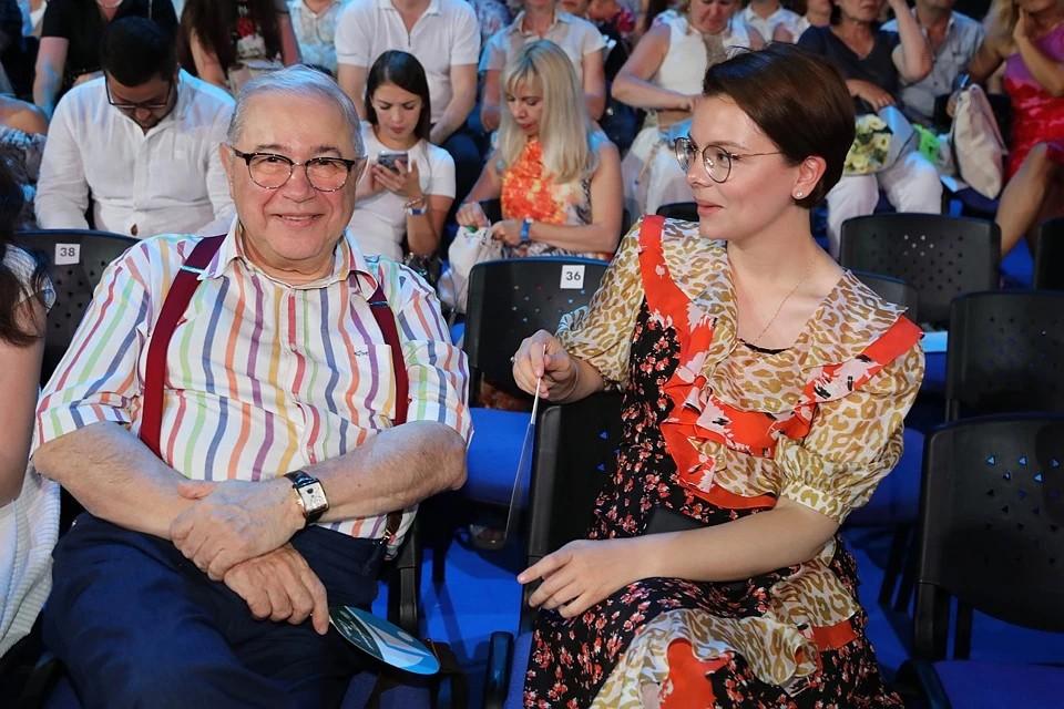 Евгений Петросян счастлив с молодой женой Татьяной Брухуновой.