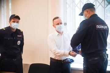Зигзаги правосудия: За изнасилование полуторагодовалого ребенка — оправдание, а за шлепок по попе ученице — 9,5 лет тюрьмы
