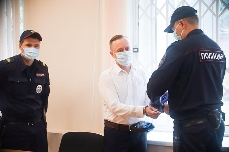 Валерия Сыропятова, 49-летнего учителя математики, знает весь Орджонекидзевский район Перми. Больше 20 лет он преподаёт в школе № 37. Все его уважают