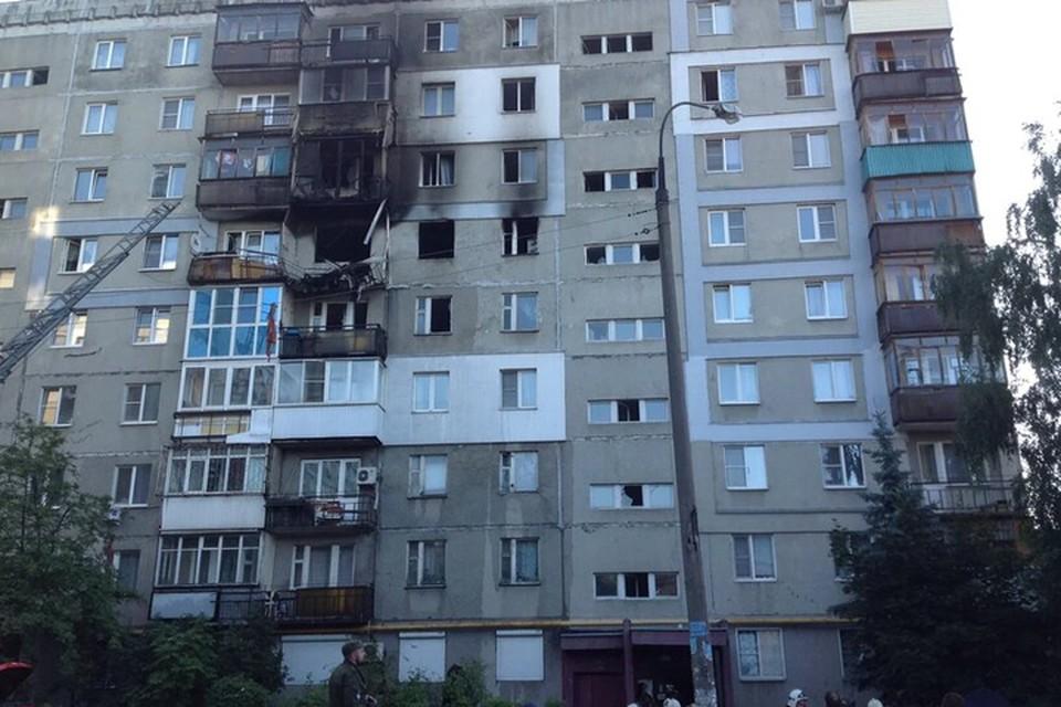 Взрыв повредил квартиры сразу на двух этажах.