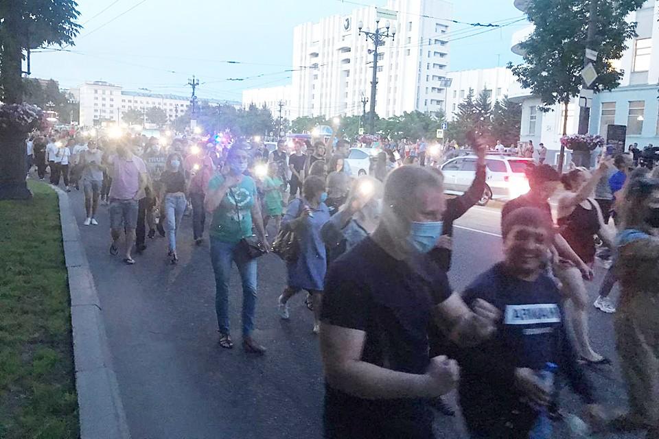 Вечером в воскресенье в городе собрался снова многотысячный митинг