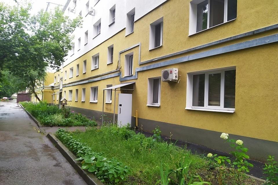 Здесь жил профессор Кузнецов.