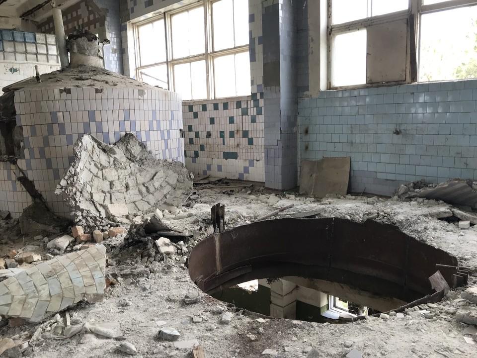 В этом цеху на заводе в Евпатории когда-то делали пиво, которое потом развозили в разные уголки огромной страны