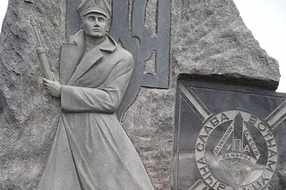 В 2017 году российское посольство в Оттаве опубликовало в Твиттере фотографию памятника членам украинской дивизии СС «Галичина», который установлен на украинском кладбище в пригороде Торонто.