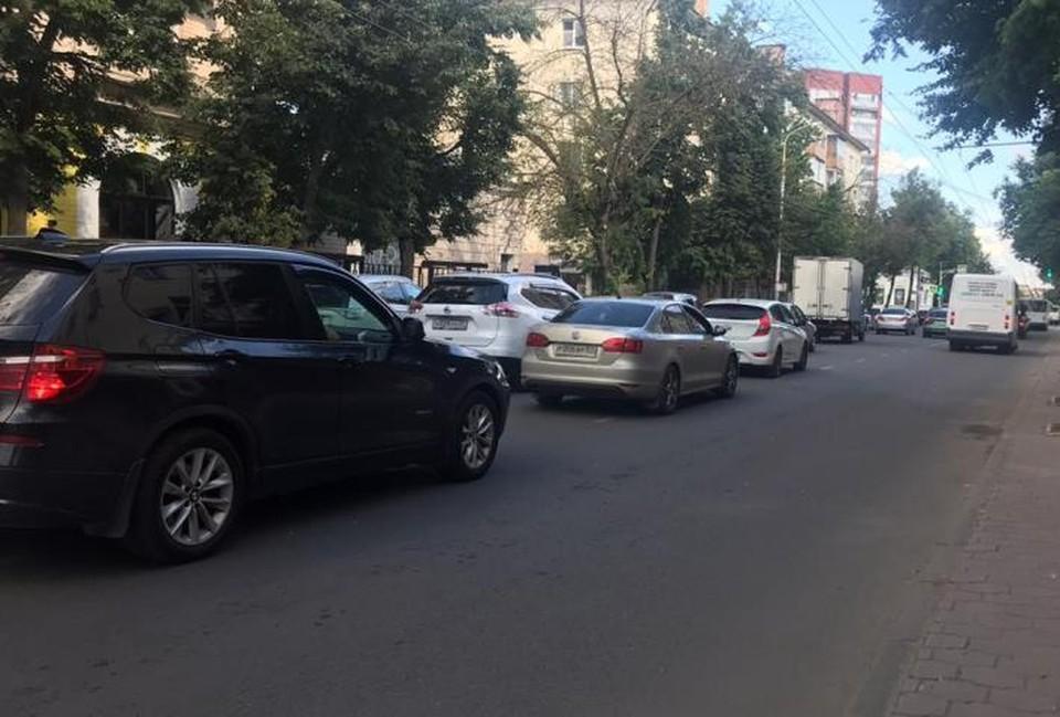 """Ремонтные работы спровоцировали заторы. Фото предоставлено читателем """"КП"""""""