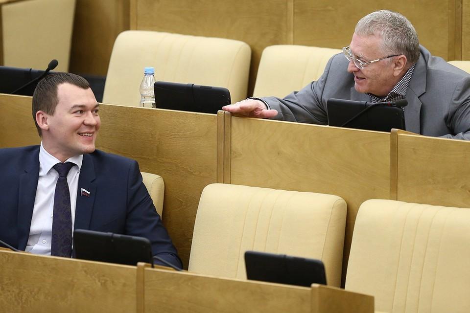 Михаил Дегтярев и Владимир Жириновский (слева направо) на пленарном заседании Государственной думы РФ. Фото: Станислав Красильников/ТАСС