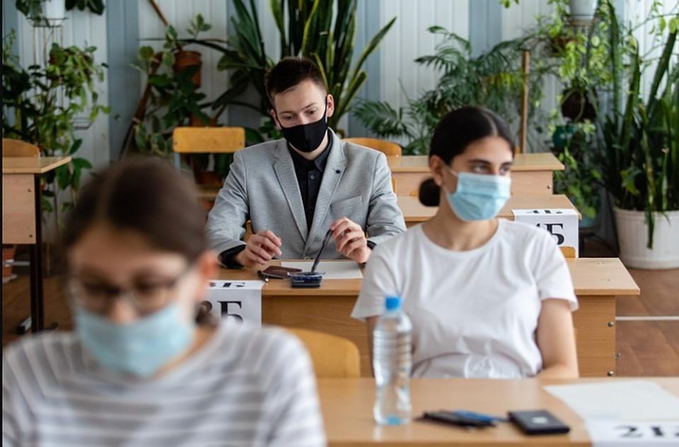 Чтобы школьники не мучились в масках, в классы решили закупить рециркуляторы.
