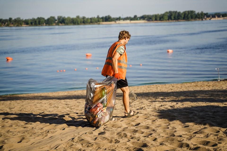 Мусора на пляжах так много, что убираться приходится даже чаще, чем в прошлые годы