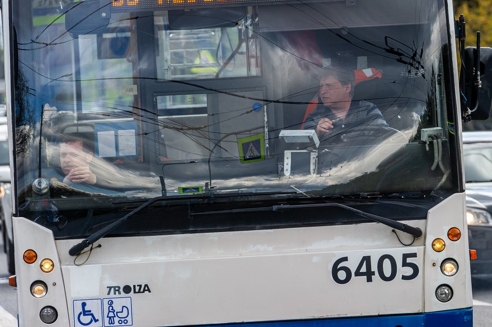 Из-за коммунальной аварии троллейбусы в Кировском районе ходили со сбоями.
