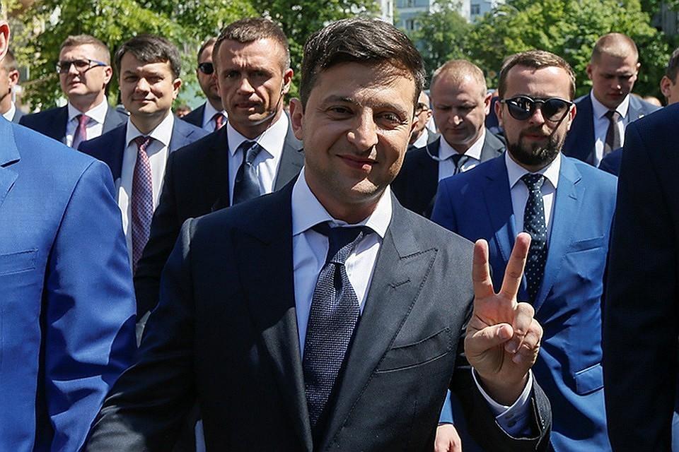 Владимир Зеленский заявил, что хочет понять, что написано в Минском соглашении