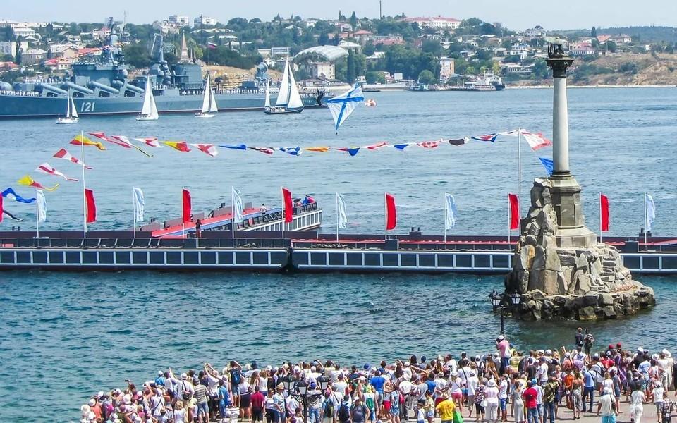 День ВМФ - это главный праздник Севастополя. Даже День рождение города отмечается чуть скромнее