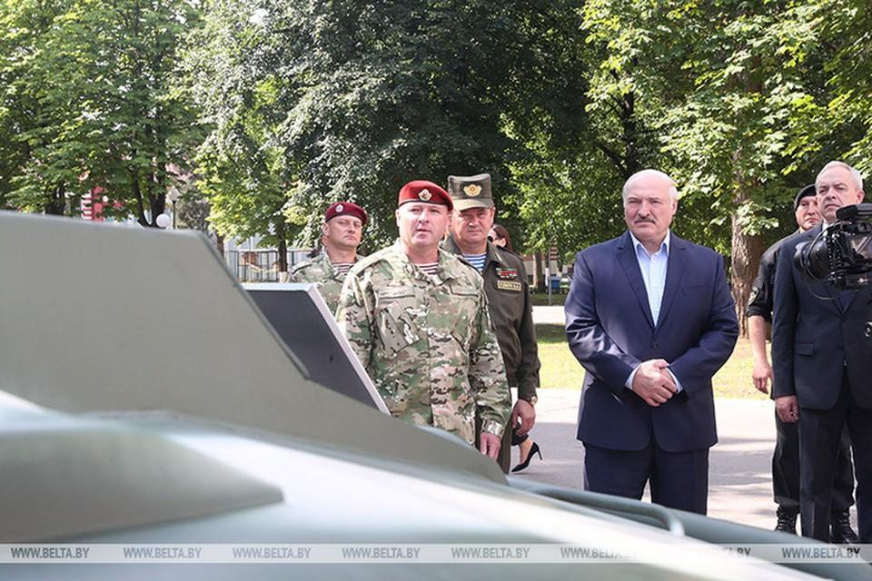 Лукашенко посещает бригаду спецназа внутренних войск в Уручье. Фото: belta.by