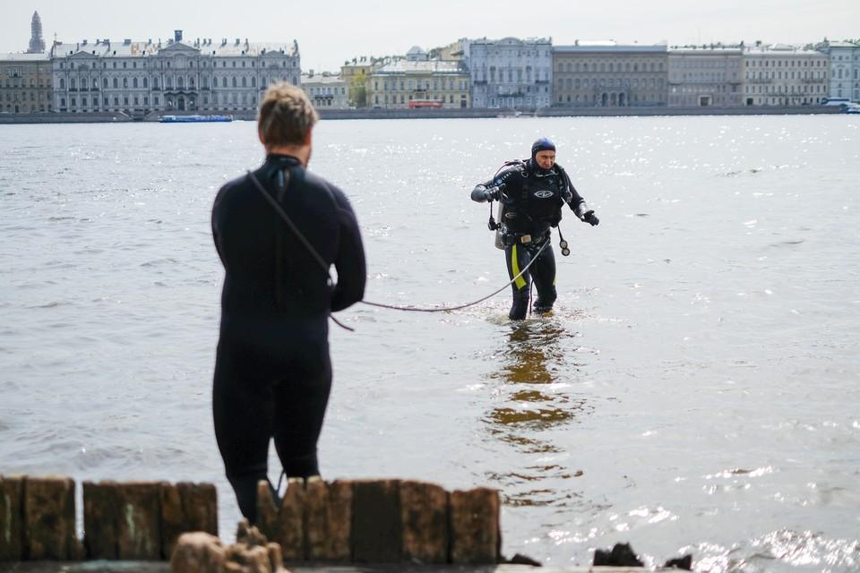 И для водолазов в Петербурге есть работа.