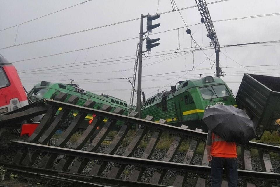 Два товарных поезда столкнулись в Санкт-Петербурге. Фото: ГУ МЧС по СПб