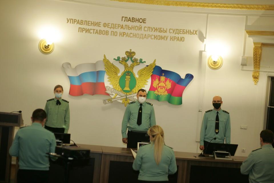 Приставы присягнули на верность народу и Закону РФ. Фото: пресс-служба ГУССП по краю