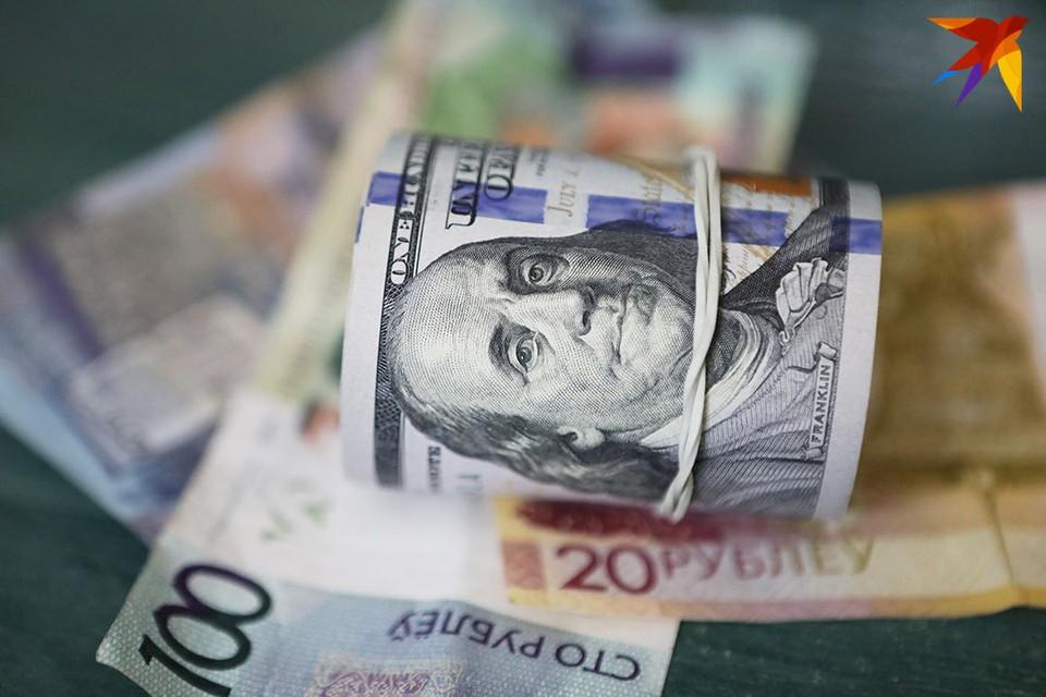 Большинство экономистов считают, что от ослабления доллара выиграет другая мировая валюта – евро.