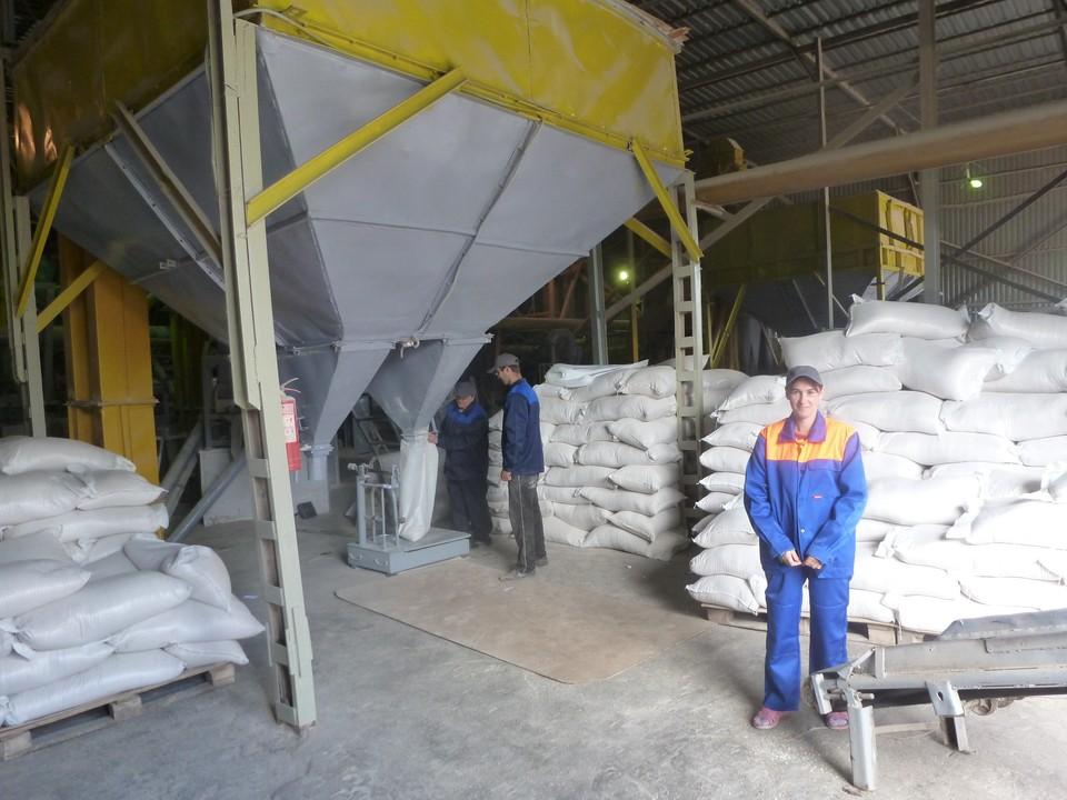 Каждый месяц Игорь Кузнецов продает 2,5 тысячи тонн отличного комбикорма. Фото: АО «Россельхозбанк»