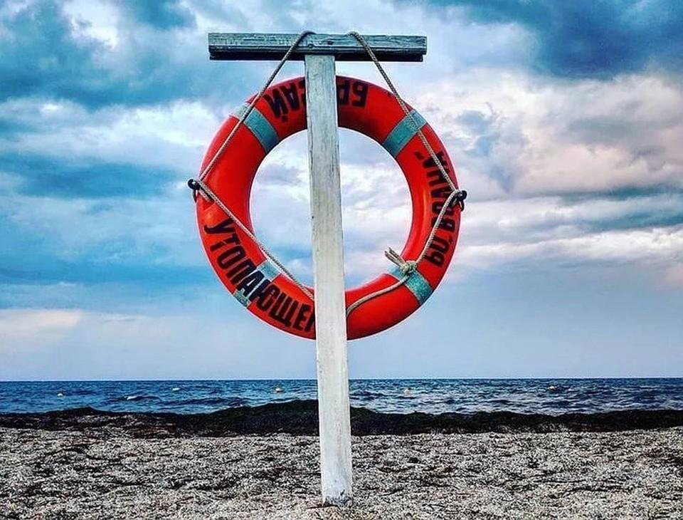 В районе Евпатории в воскресенье на побережье вытащили труп отдыхающего.