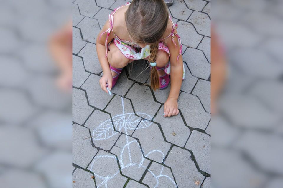 Маленьких детей нельзя оставлять без присмотра со стороны взрослых