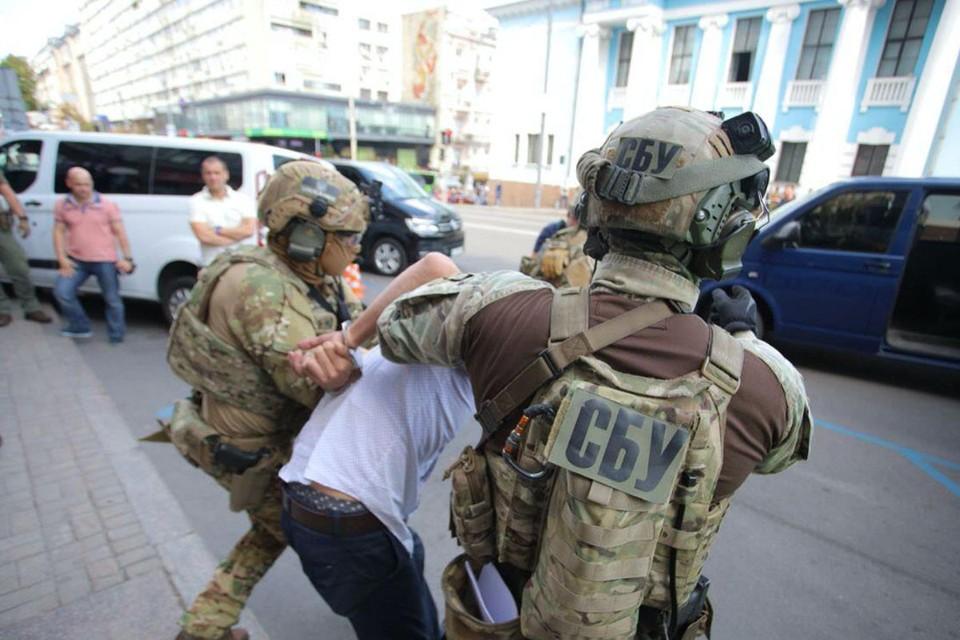 Спецназ взял здание банка штурмом. Фото: Пресс-служба СБУ