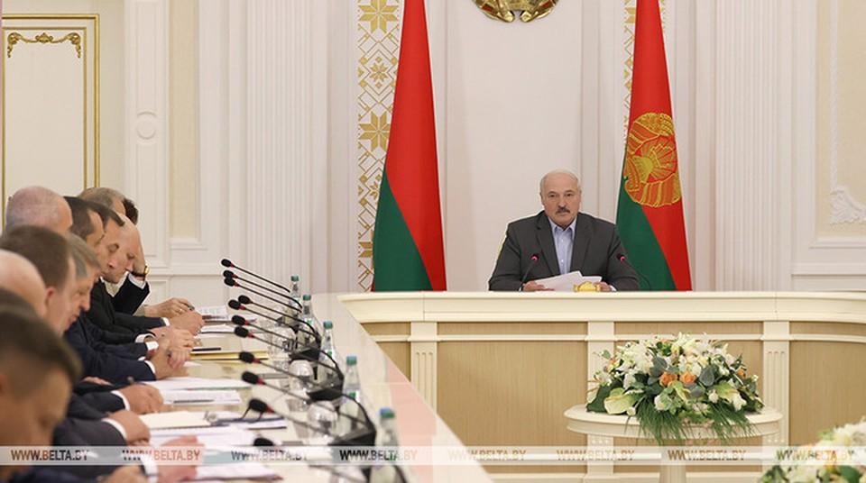 Лукашенко заявил, что главное сейчас — собрать урожай. Фото: БелТА