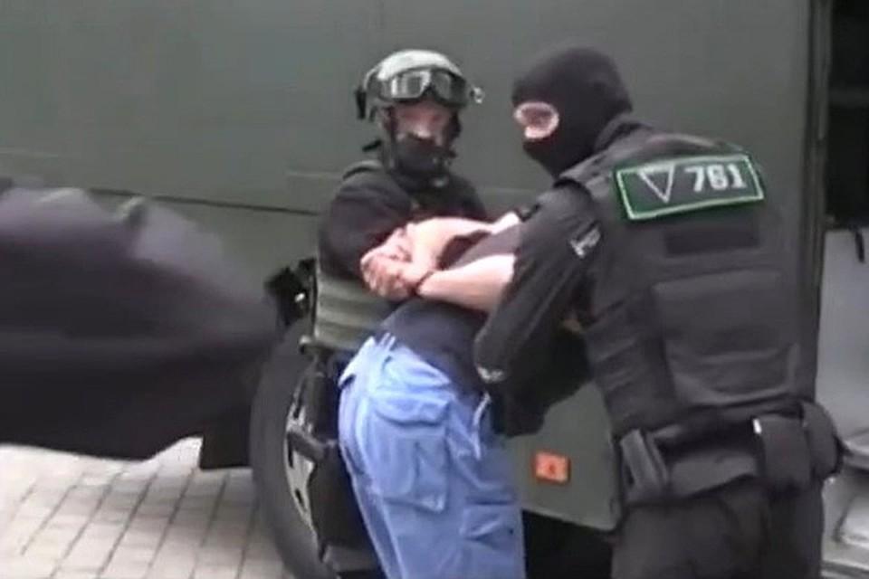 33 россиянина, задержанных в Минске, тут же причислили к сотрудникам частной военной кампании и обвинили в подготовке массовых беспорядков в избирательный период.