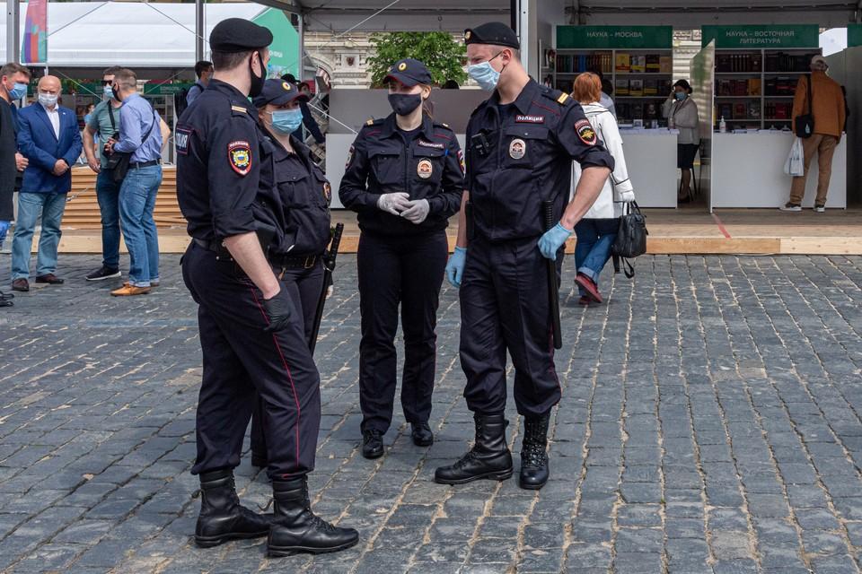 Полицейского признали виновным в крупной взятке, которую он вымогал