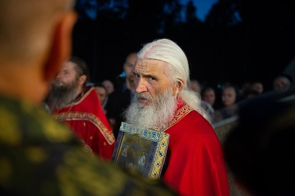 Многие сторонники отца Сергия заявляют о том, что он способен излечивать больных раком