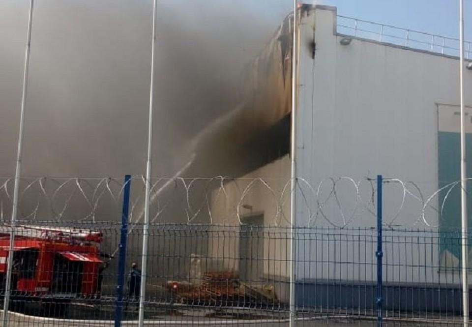 """Пожар случился на заводе """"Изопан""""."""