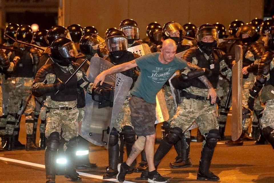 В результате столкновений пострадали более 50 граждан, а также 39 сотрудников милиции